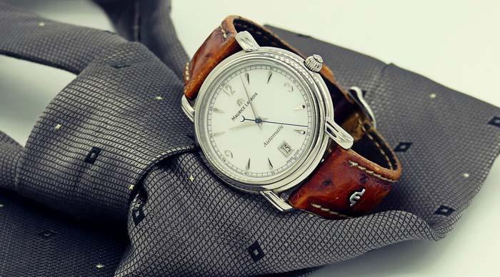 Часы на галстуке