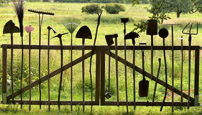 Ворота из инструментов