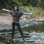 Женщина на реке